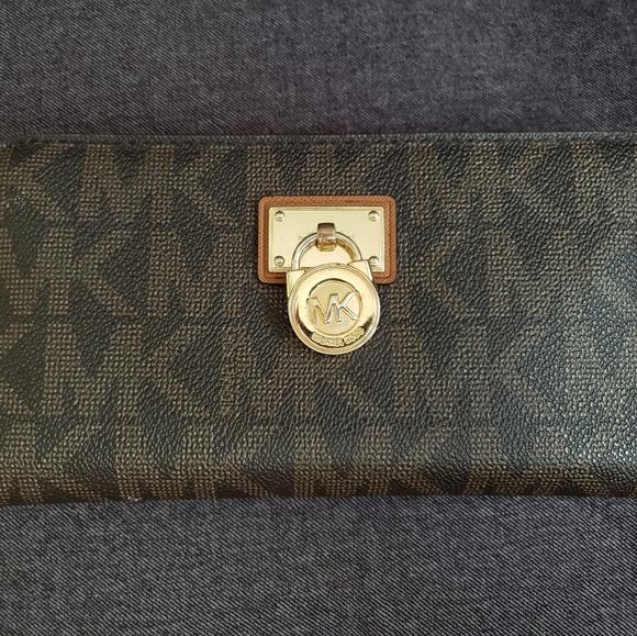 Michael Kors Handbags - Michael Kors wallet